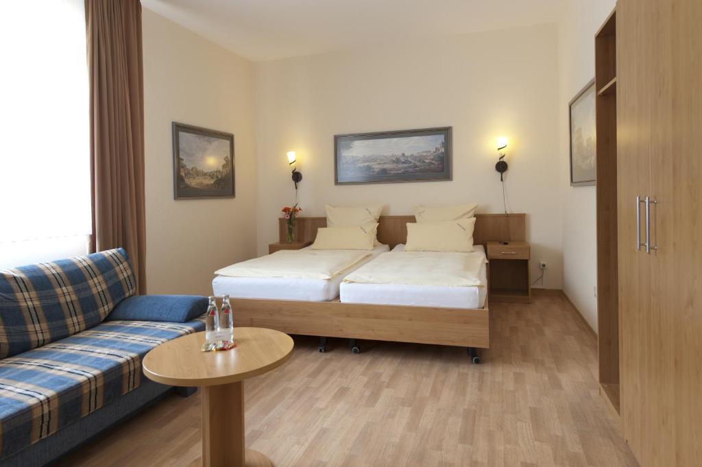 Een bed of bedden in een kamer bij Hotel Marco Polo