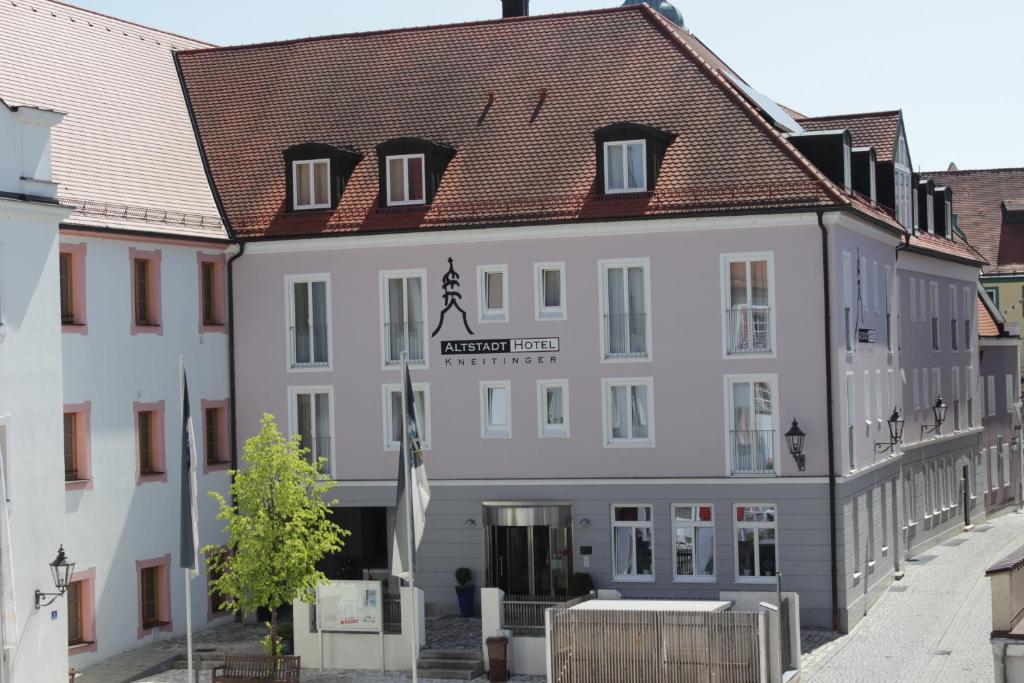 Altstadthotel Kneitinger Abensberg Germany Booking Com