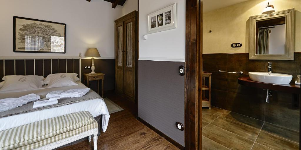 boutique hotels camarinas  27
