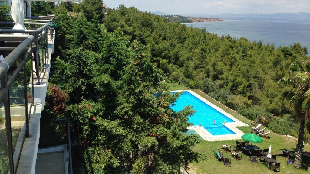 A view of the pool at Paressa Villas or nearby