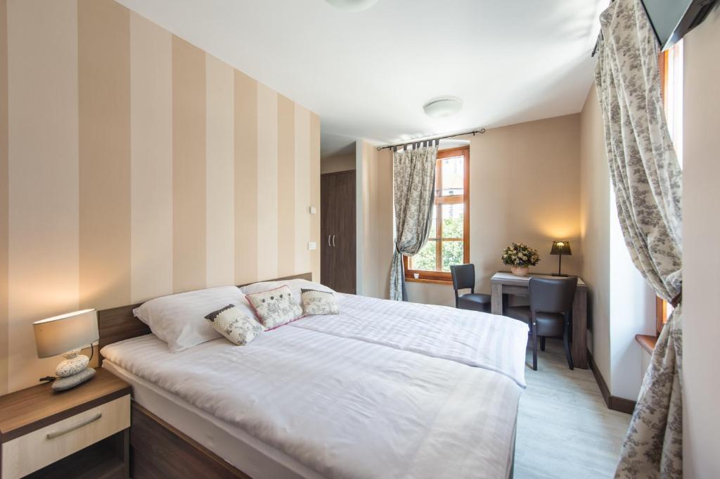 Una habitación en Hotel Pri mostu