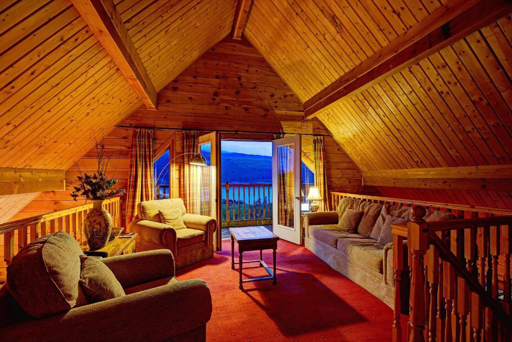 Luxury Hotel Foyer : Lodges on loch ness foyers uk booking
