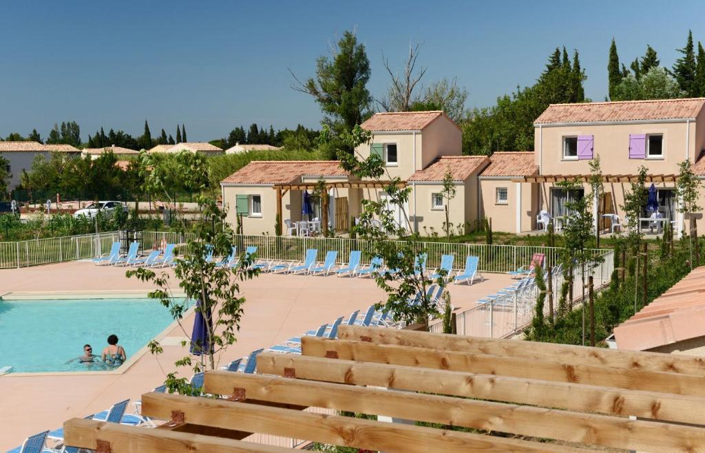 Appart 39 h tel odalys mas des alpilles france paradou for Arles appart hotel