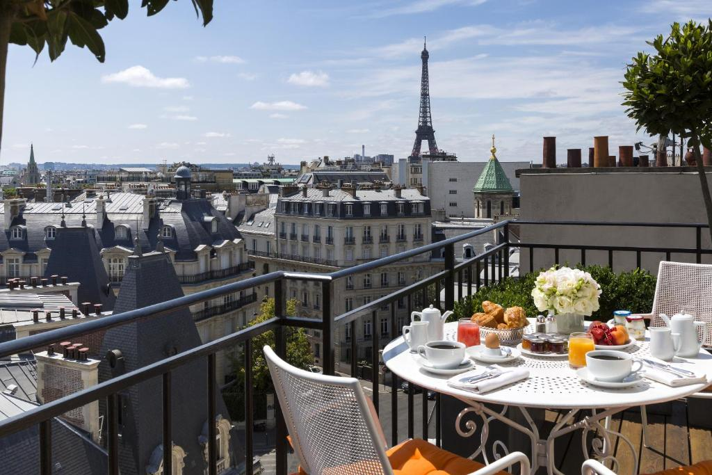 San Regis Hotel In Paris