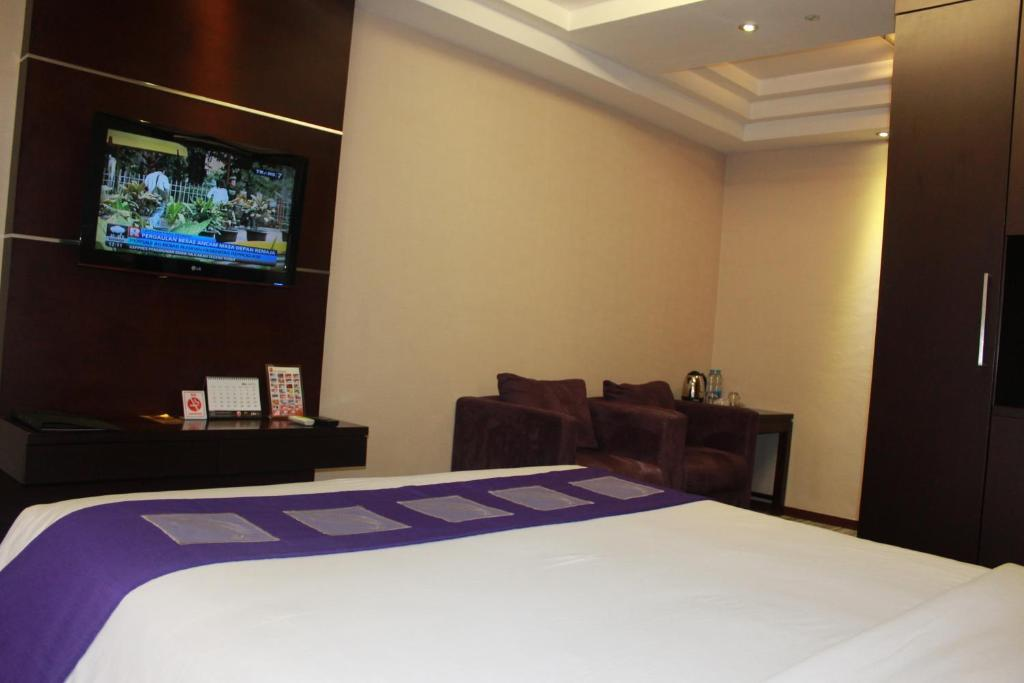 Metro Hotel Jababeka Cikarang Indonesia Booking Com