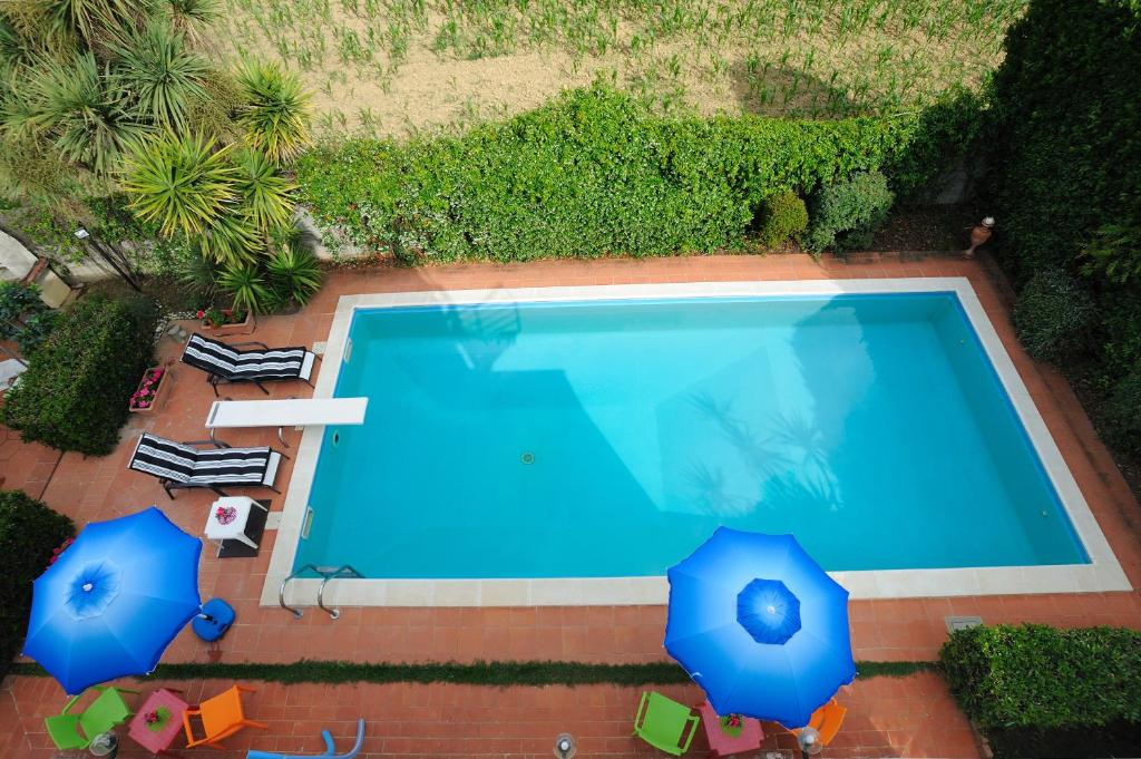 A view of the pool at Villa La Certosa or nearby