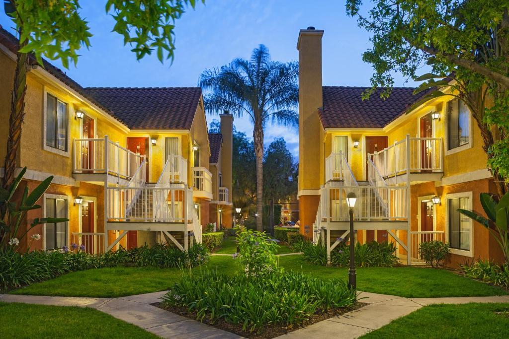 The Clementine Hotel & Suites Anaheim.