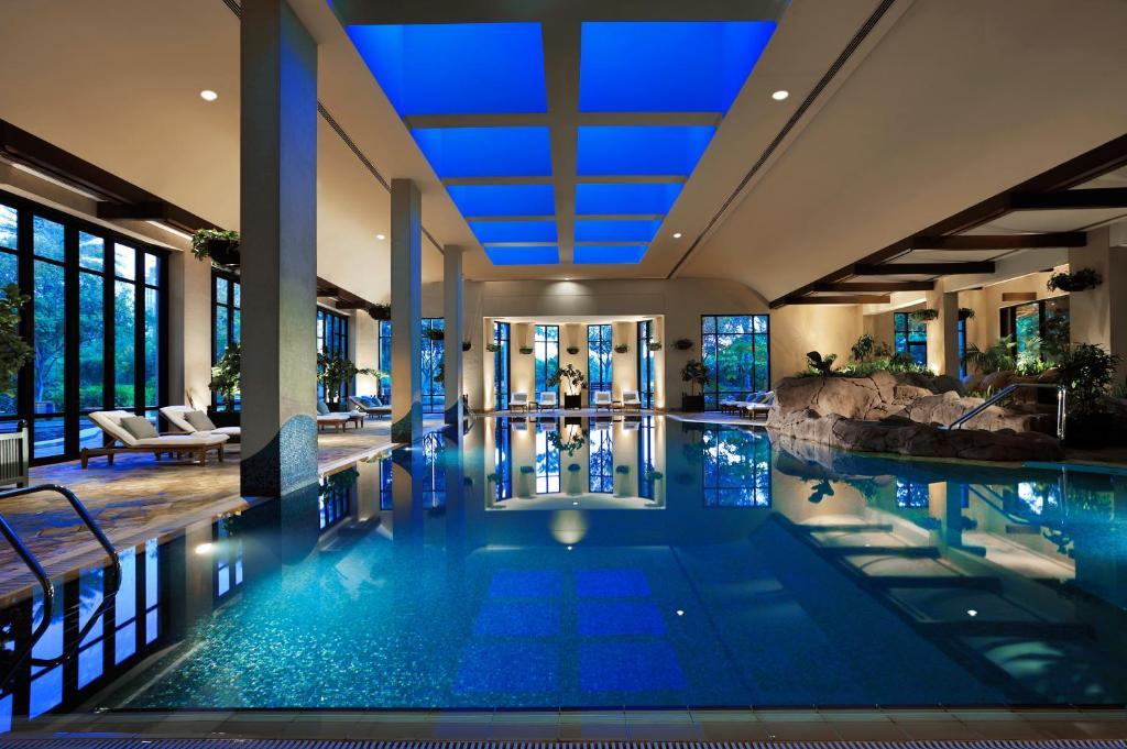 Grand hyatt residence dubai uae - Grand menseng hotel swimming pool ...