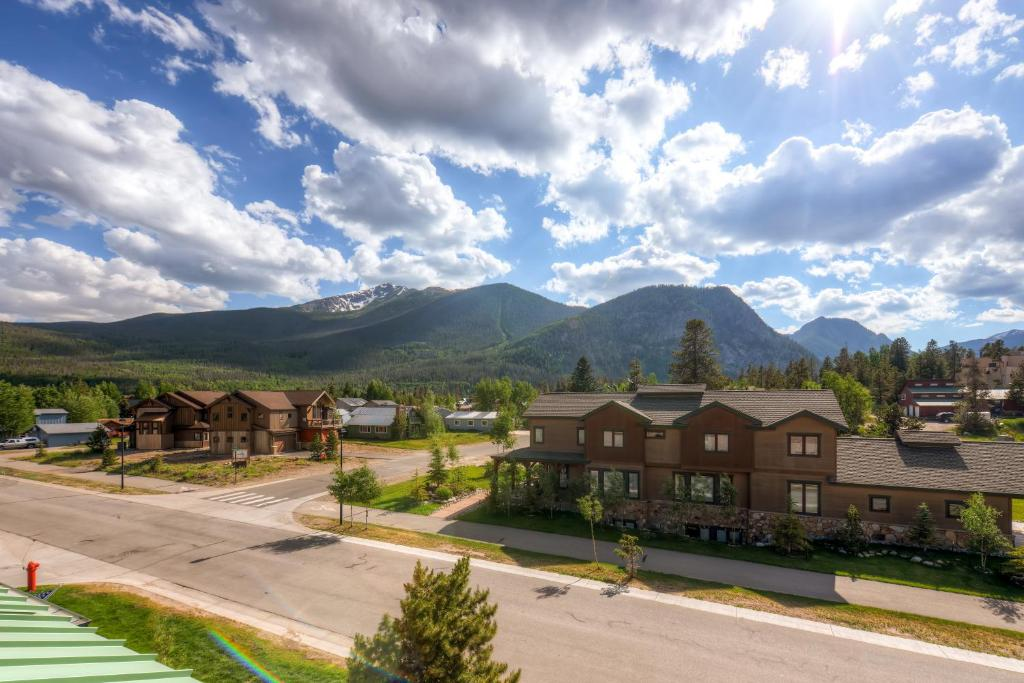 Red Bear by Colorado Rocky Mountain Resort Management