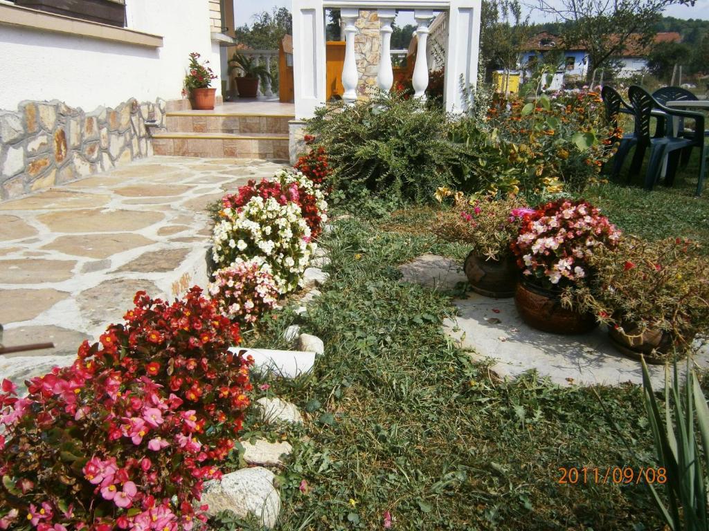 Къща за гости Guest House Debrina - Априлци