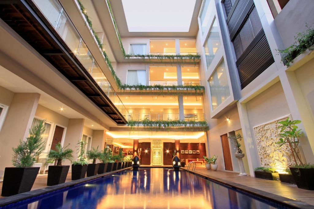 Bazén v ubytování Ohana Hotel Kuta nebo v jeho okolí
