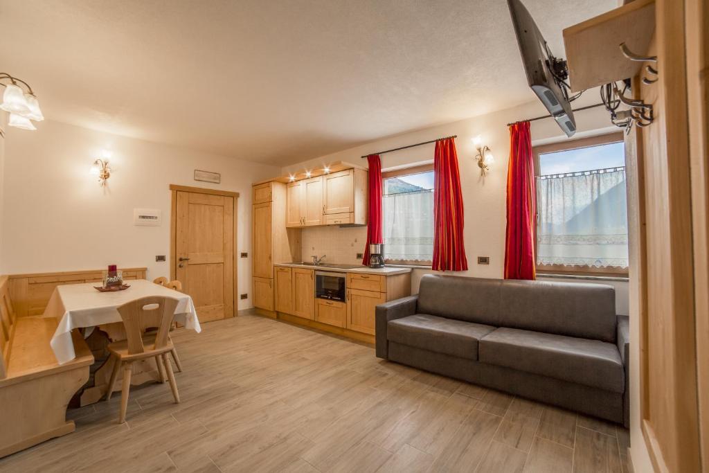 Chalet Alpine Dream, Livigno, Italy - Booking.com