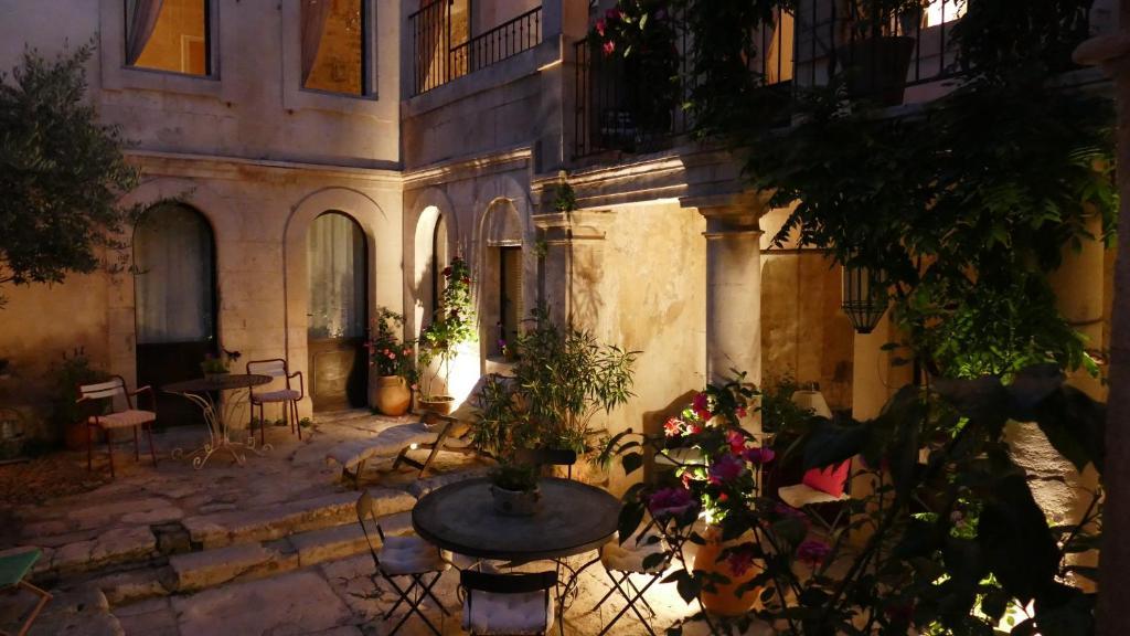 Guesthouse La Maison DIsidore SaintRmyDeProvence France