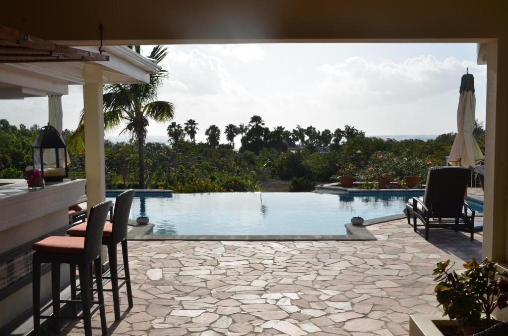 Villa jardin creole st martin baie longue for Les jardins de la villa booking