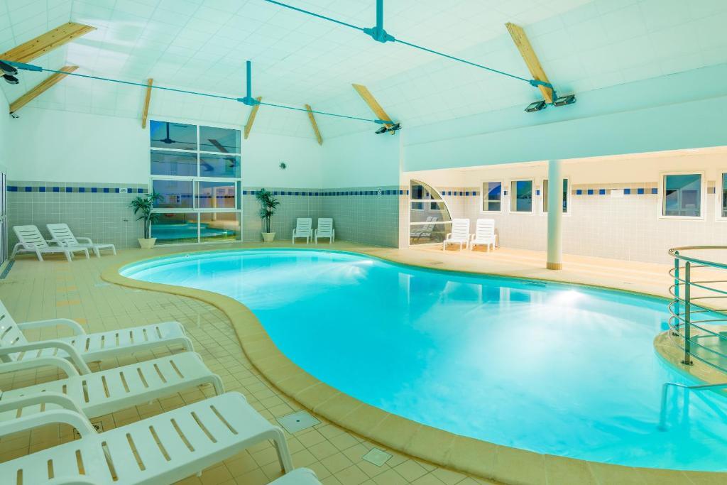 The swimming pool at or near Lagrange Vacances Les Jardins Renaissance