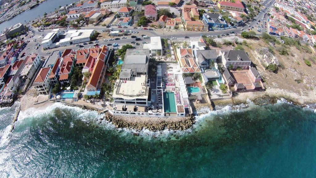 Saint Tropez Apartments & Suites