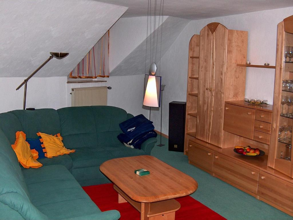A seating area at Apartment Am Fuße der Gutenfels