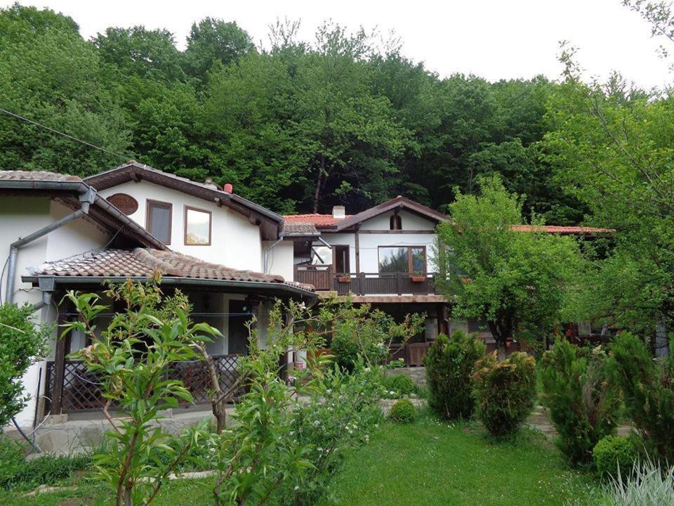 Ваканционна къща Raiski Kut Villas - Априлци