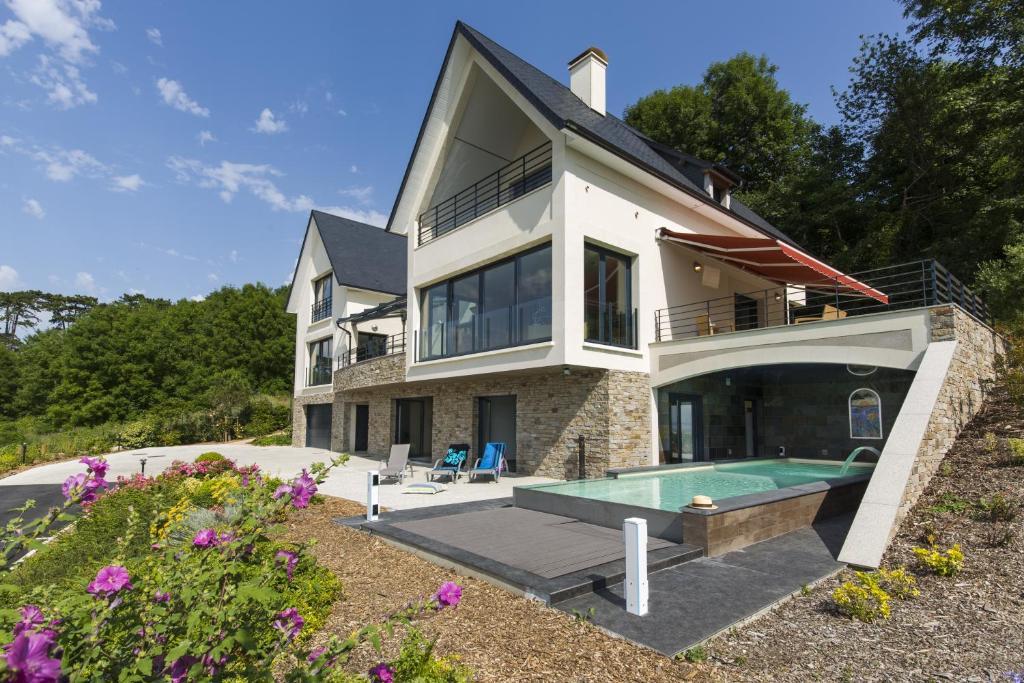 Villa prestige vue mer france deauville for Piscine deauville