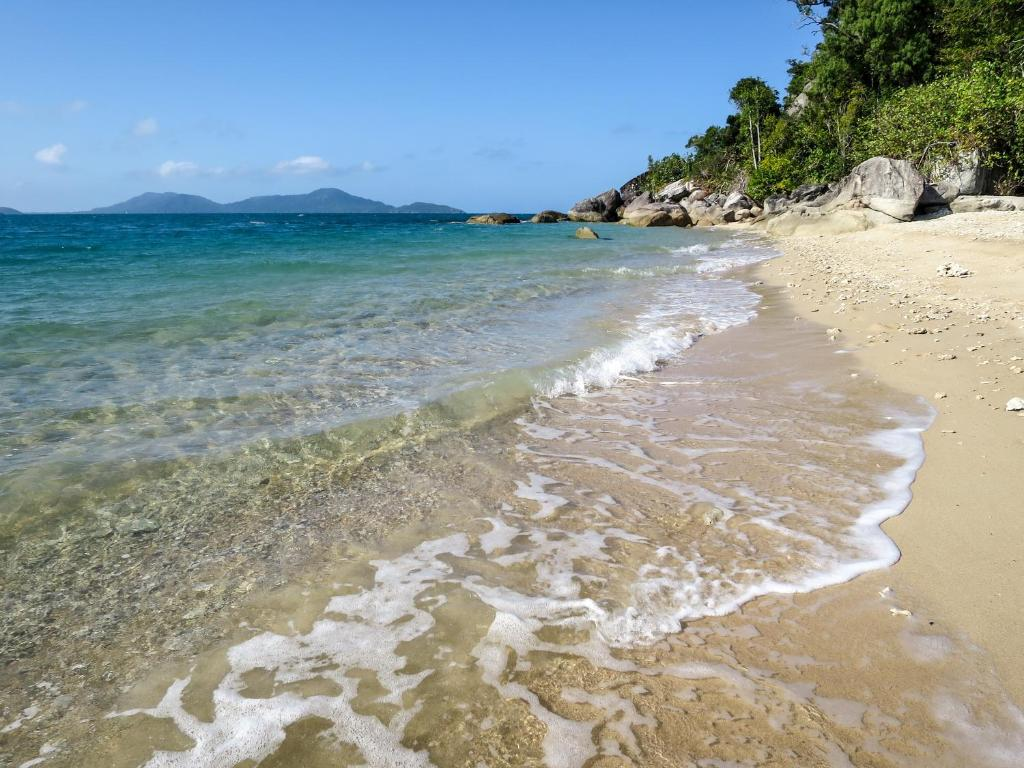 Dunk Island Holidays: Resort Village Mission Hideaway Holiday, Mission Beach