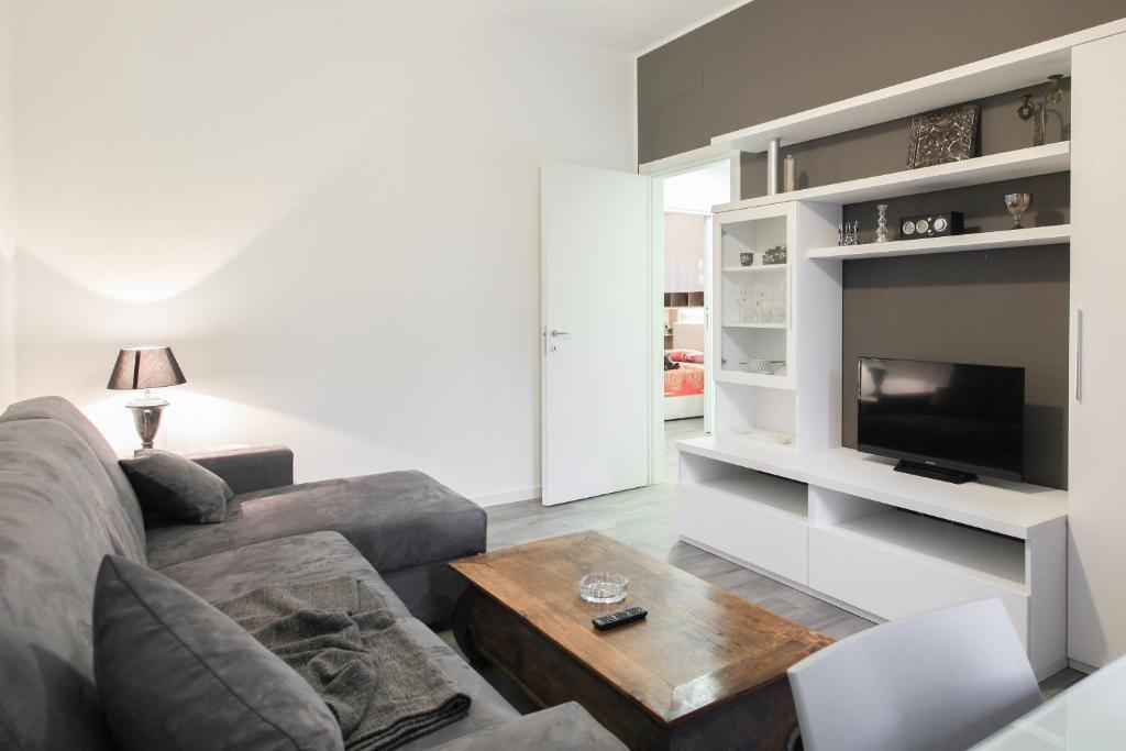 Appartamento moderno trilocale italia sesto san giovanni for Progetto appartamento moderno
