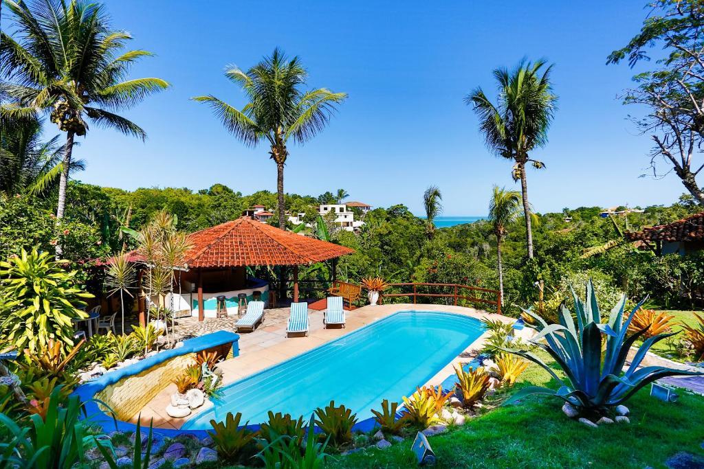 The swimming pool at or near Pousada Jardim das Bromélias