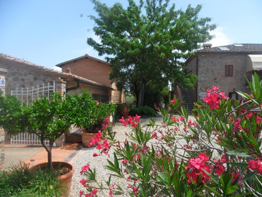 Fullino Nero Rta - Residenza Turistico Alberghiera, Siena ...