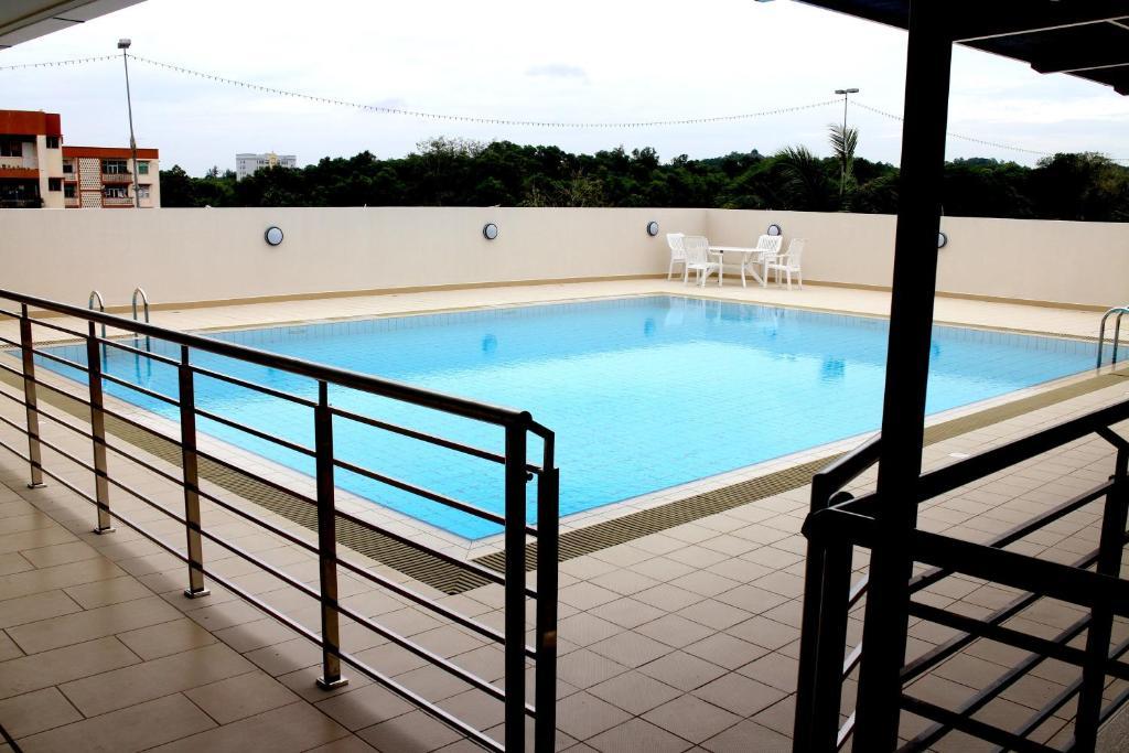 Riverside residence by gina suite bandar seri begawan - Centrepoint hotel brunei swimming pool ...
