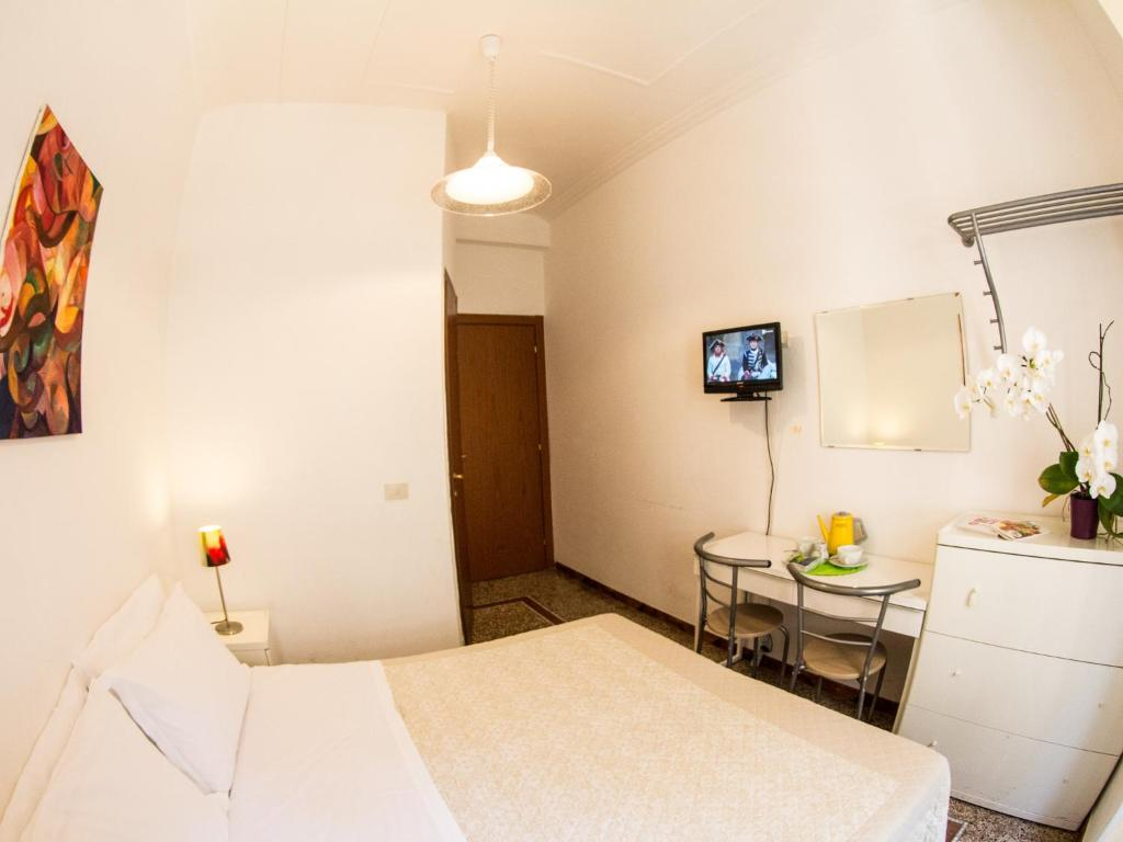 Alfonso Guest House Rome Italy Booking Com