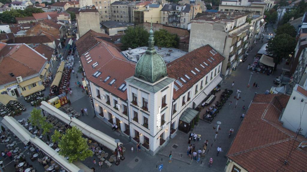 A bird's-eye view of Hotel Zelengora