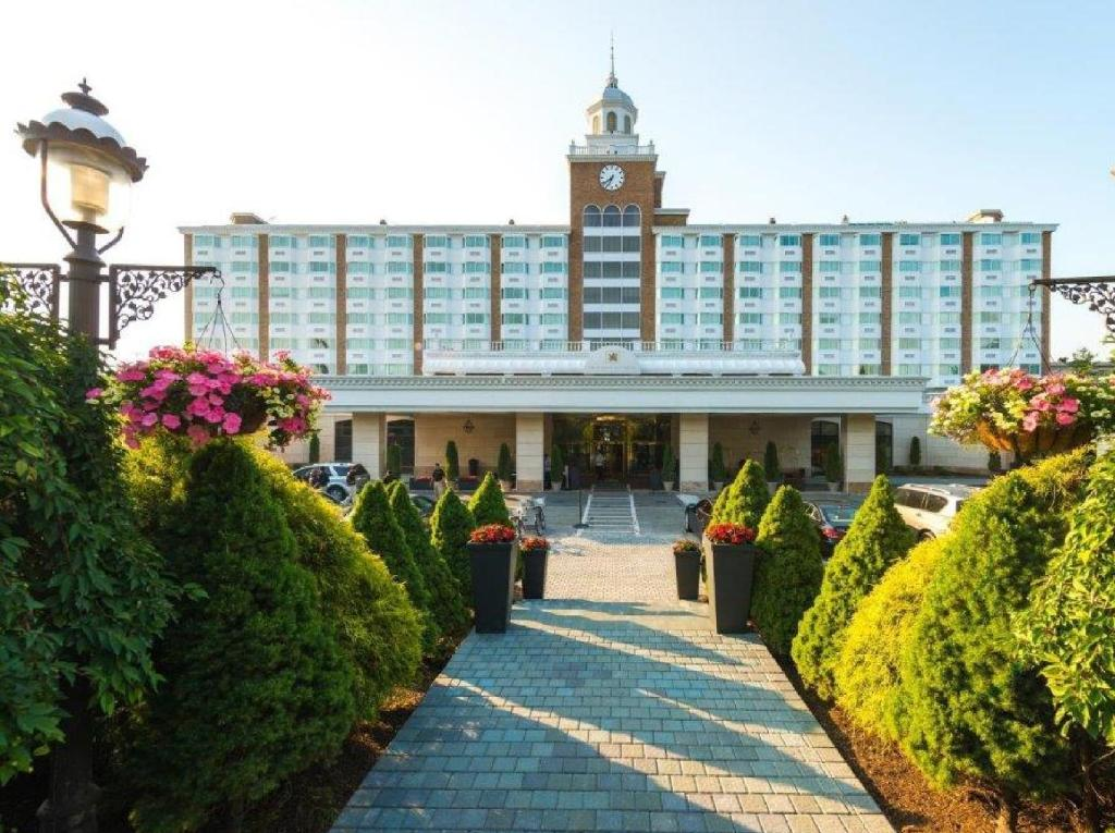 gallery image of this property - Garden City Hotel