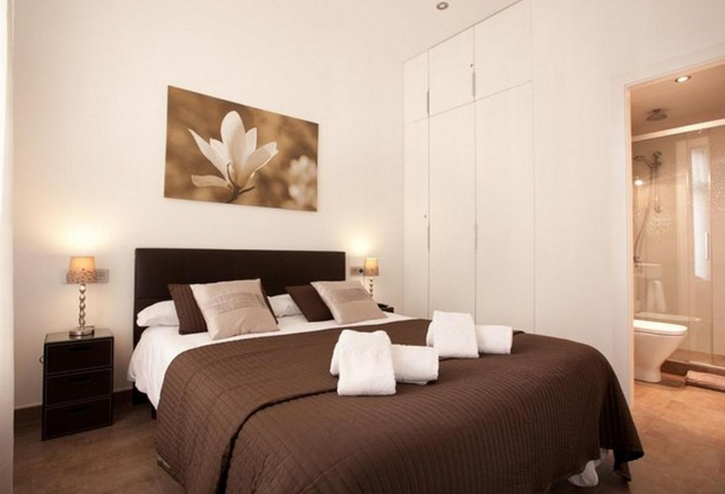 A bed or beds in a room at AB Paseo de Gracia Apartments