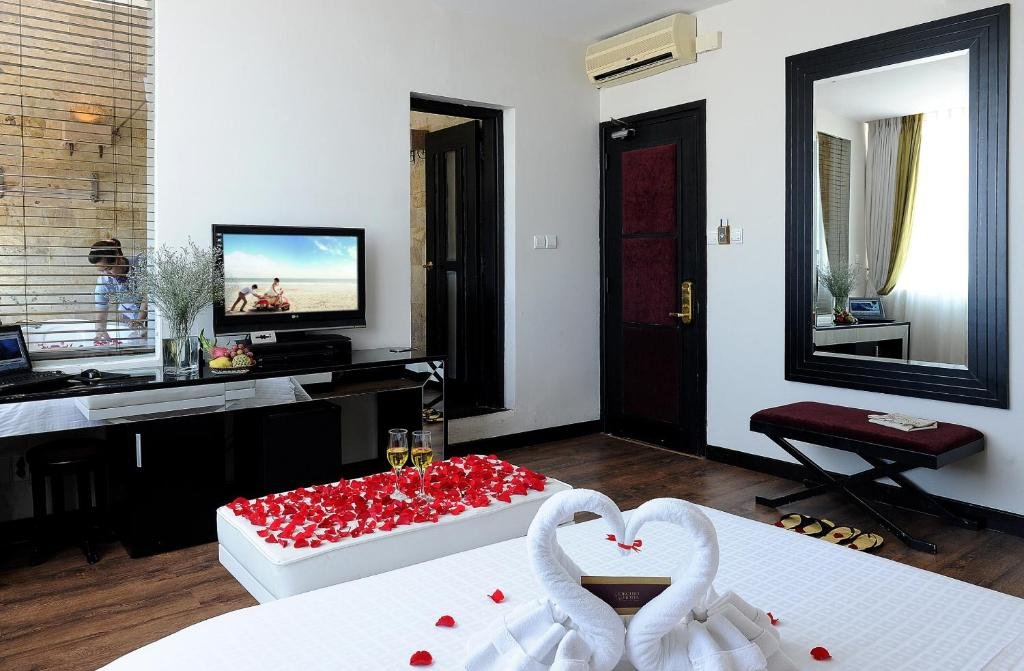 Телевизор и/или развлекательный центр в Orchid Hotel