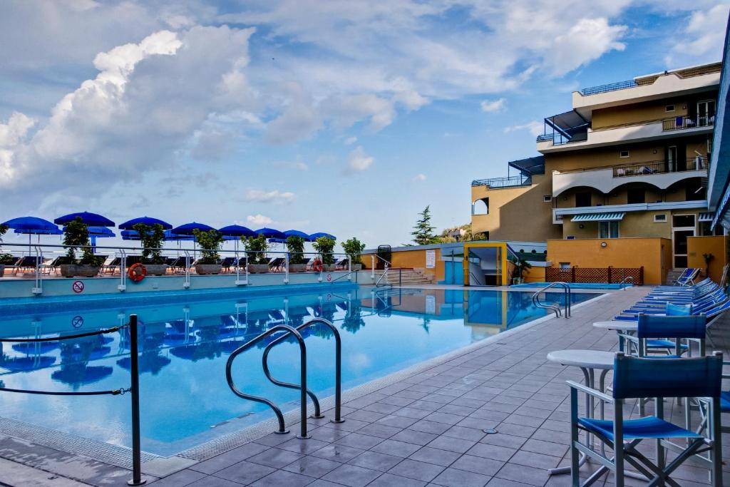 Best western hotel la solara sorrento updated 2018 prices - Hotel in sorrento italy with swimming pool ...