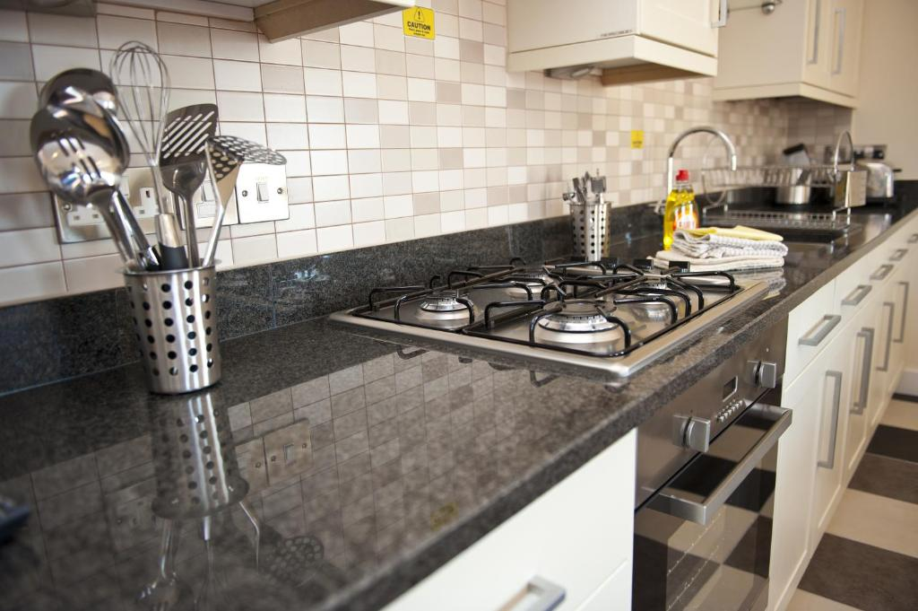 Harbourside apartments scarborough updated 2018 prices for Perfect kitchen scarborough