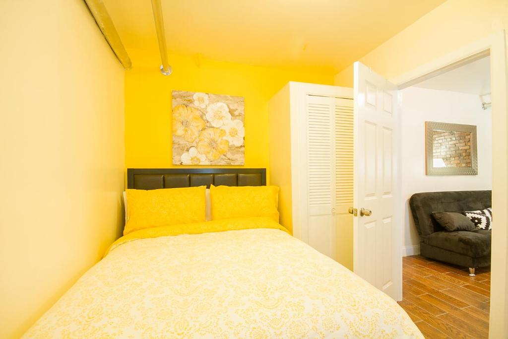 Luxurious Three Bedroom Apartment New York City NY Bookingcom