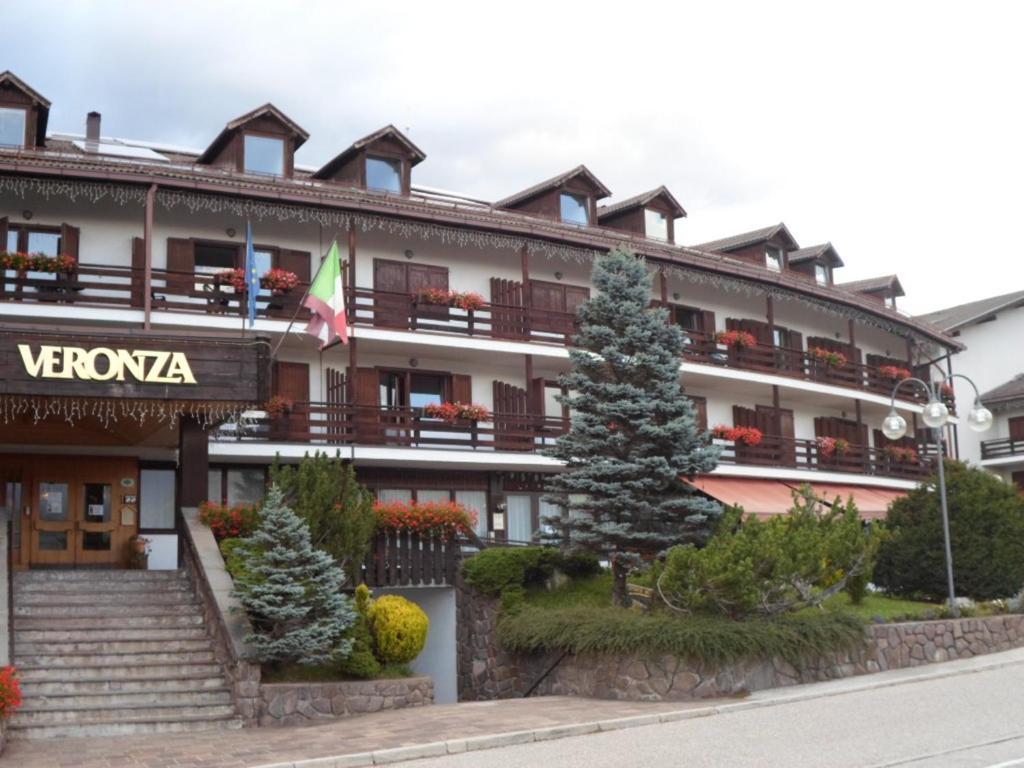 Appartamenti dolomiti con wellness italia cavalese - Hotel cavalese con piscina ...