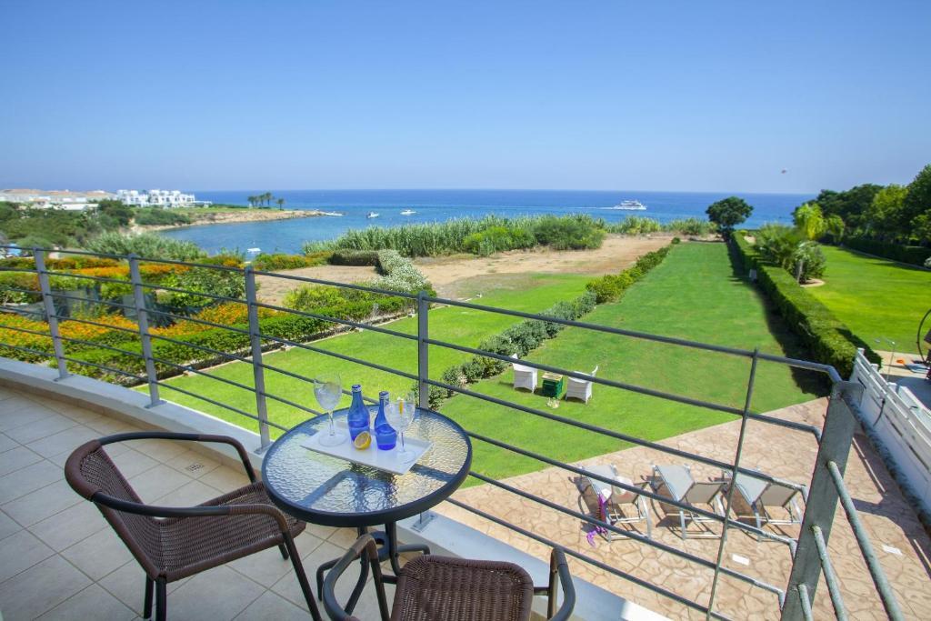 A balcony or terrace at Beachfront villa Del Mare
