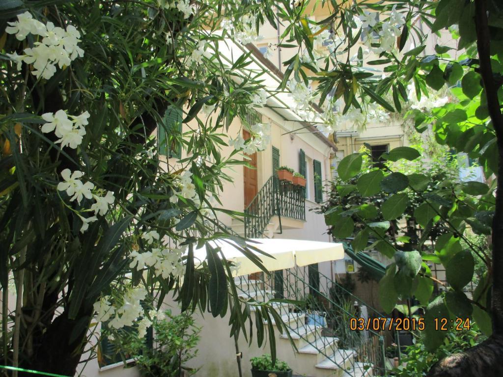 Appartamento il giardino degli oleandri italia la spezia - Il giardino degli esperidi ...
