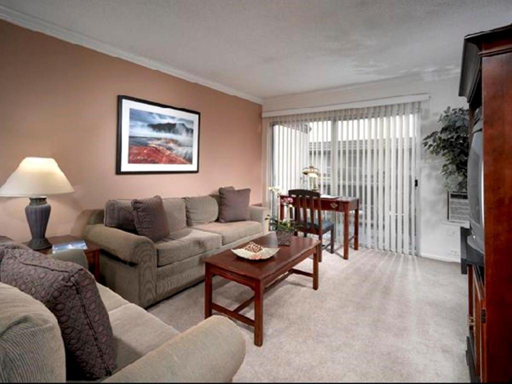 Apartment Oakwood Marina Del Rey, Los Angeles, CA - Booking.com
