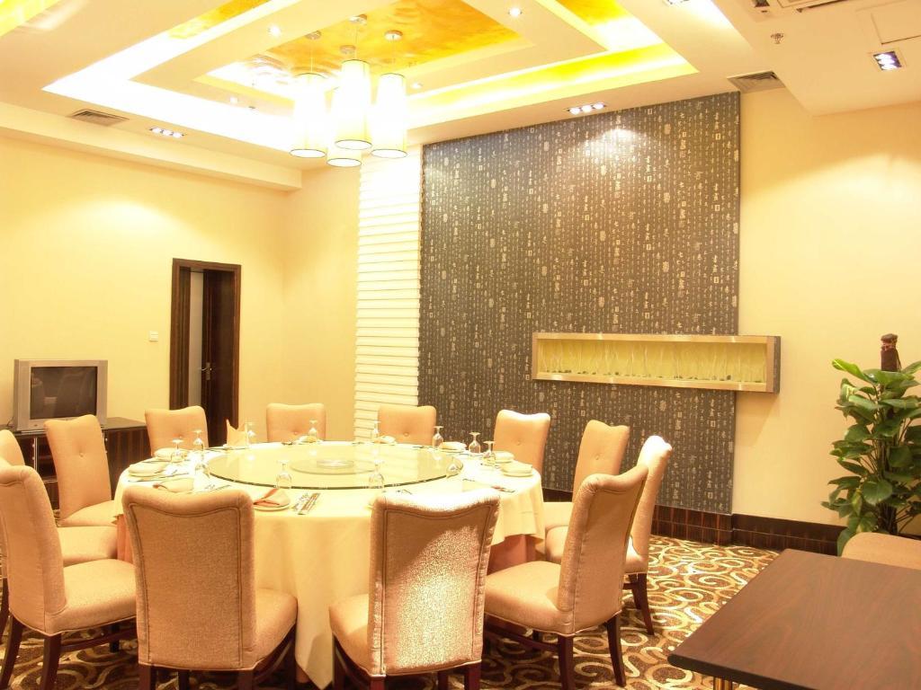 Nanzhou Hotel, Guangzhou, China - Booking.com