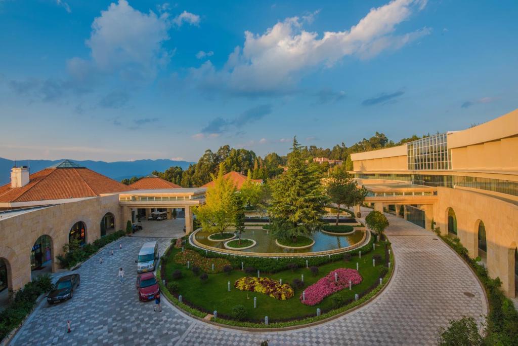 spring city golf and lake resort yiliang china booking com rh booking com