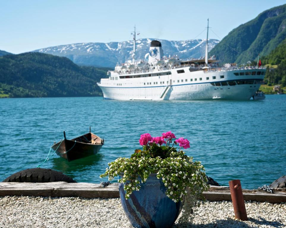 Brakanes Hotel Ulvik Norway Bookingcom - Ulvik norway map