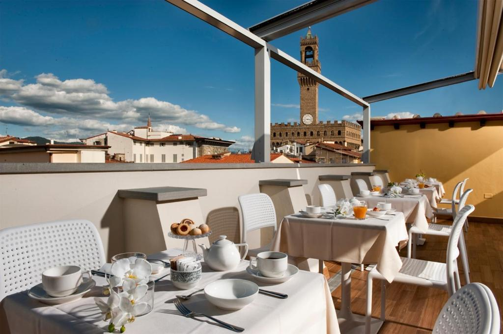 A restaurant or other place to eat at Hotel della Signoria