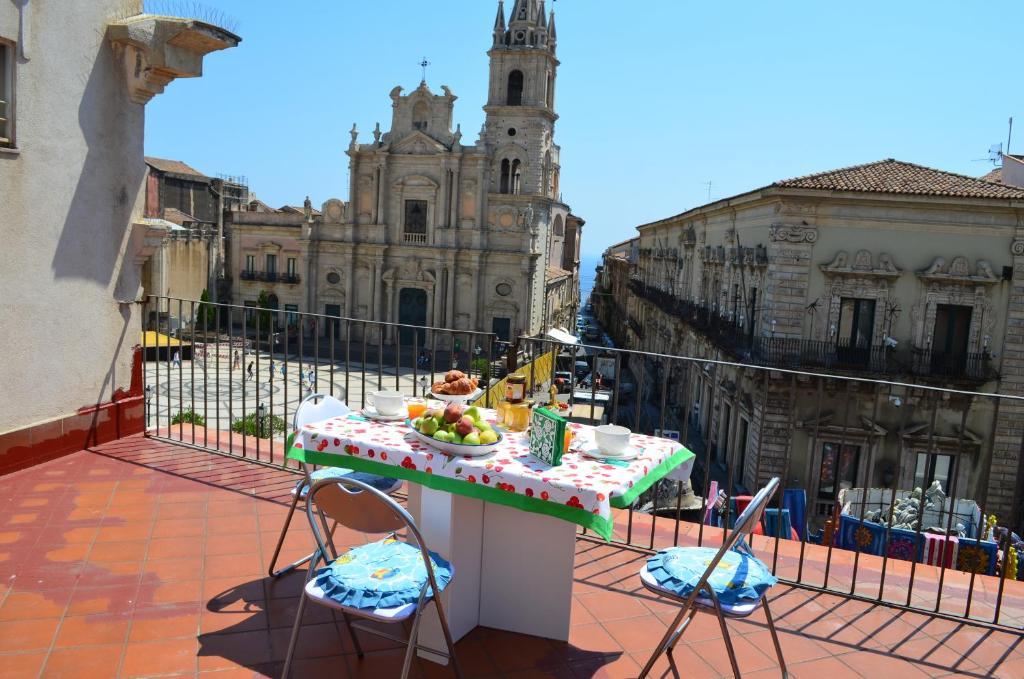 Appartamenti Piazza Duomo Acireale Italy Booking Com
