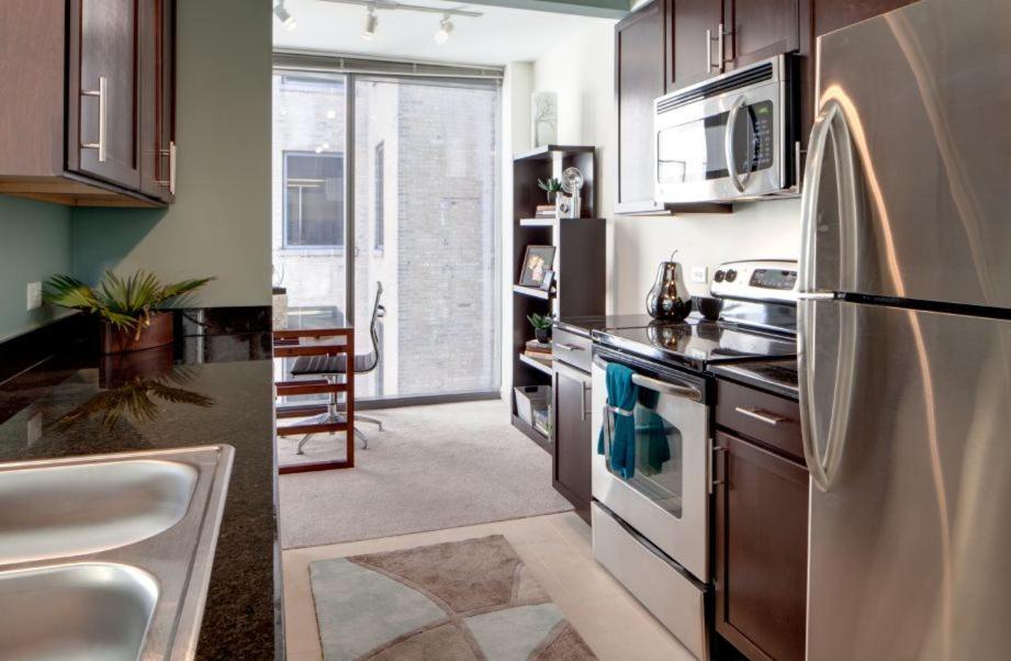 Kitchen o kitchenette sa Oakwood 200 Squared