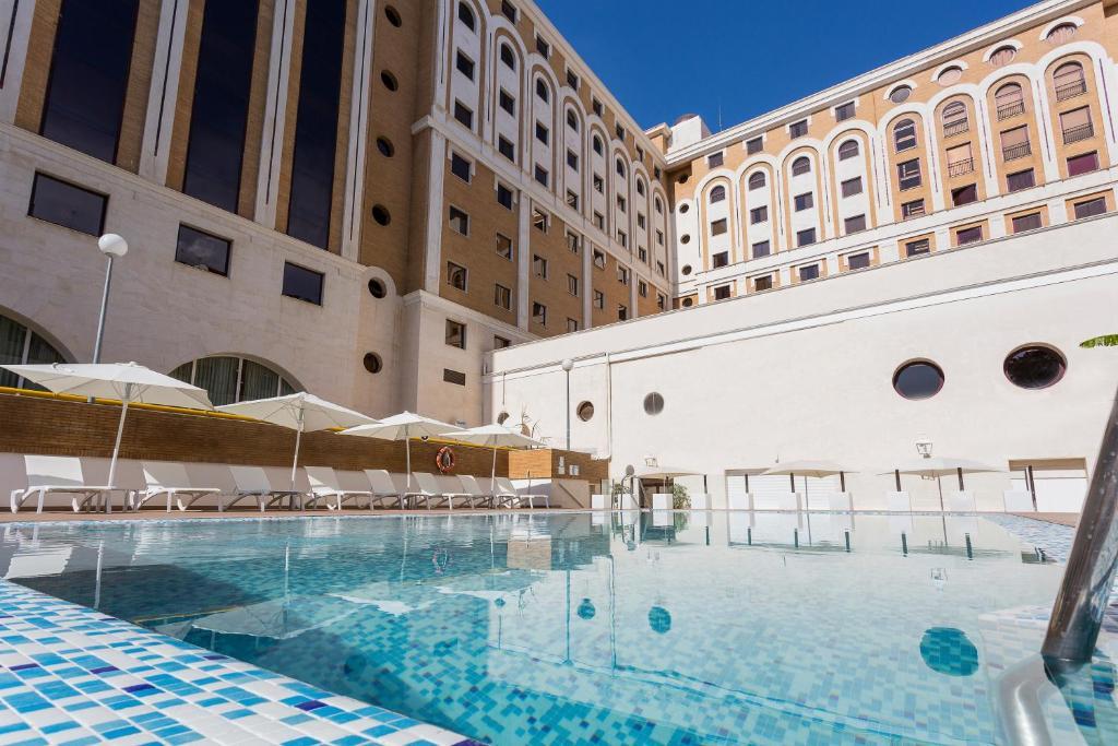 The swimming pool at or close to Ayre Hotel Sevilla