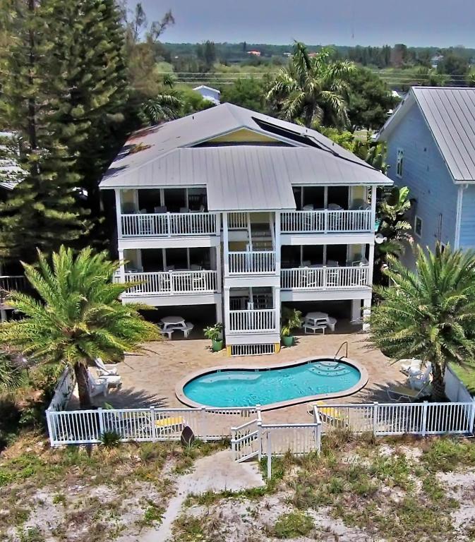 Sunset Park Apartments: Sunset Villas, Clearwater Beach, FL