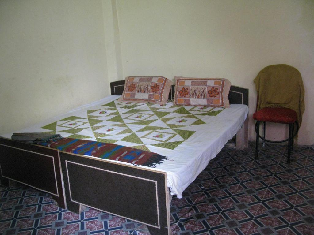 guest house aniket pg house, varanasi, india - booking