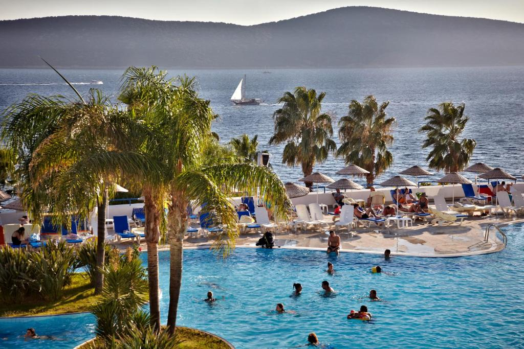 Bodrum Holiday Resort & SPA 5*